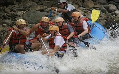 6 people White water rafting
